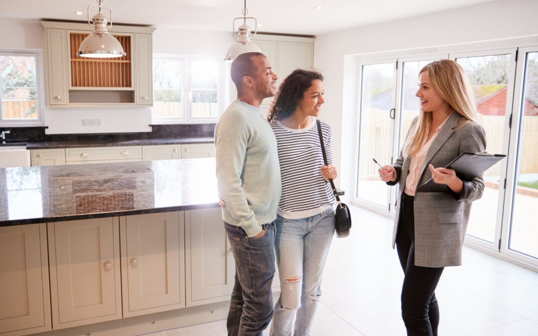 Key Differences Between a Real Estate Broker & Agent